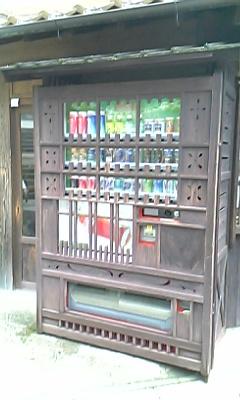 囲われた自販機